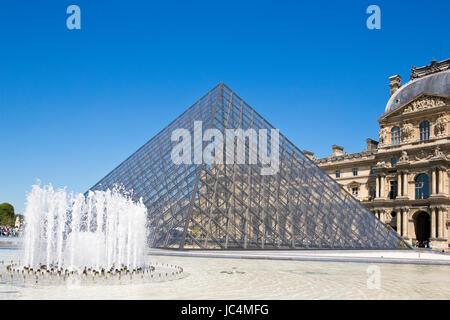 Pyramide du Louvre, Paris, Frankreich