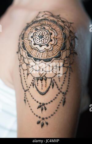 Henna tattoo schulter