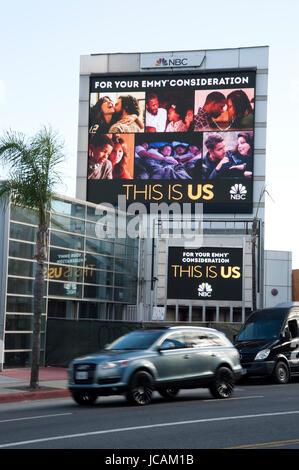 Elektronische Außenwerbung Display für NBC am Sunset Strip in Los Angeles, CA - Stockfoto