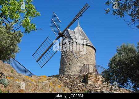 Alte Windmühle Steinhaus, Collioure, Roussillon, Pyrenäen Orientales, Südfrankreich - Stockfoto