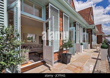 Superior ... Wohnung Terrassen. König Edward VII Estate Apartments, Midhurst,  Vereinigtes Königreich. Architekt: