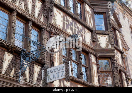 Maison Katz-Haus aus dem 17. Jahrhundert (Taverne Katz), Saverne, Elsass, Frankreich. - Stockfoto