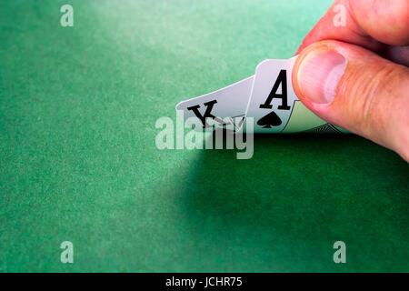 Karten auf grüne Fläche, Hand des schwarzen jacku - Stockfoto