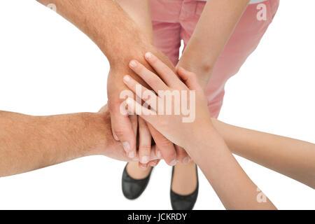 Zugeschnittenes Bild von Familie stapeln die Hände vor weißem Hintergrund - Stockfoto