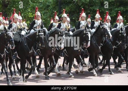 London UK.17 Juni 2017 zu Ehren der 91. Geburtstag ihrer Majestät der Königin, die jährliche Zeremonie Trooping - Stockfoto