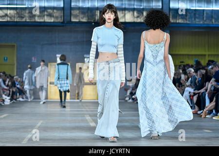 Mailand Fashion Week Frühjahr Sommer 2018. Milan Fashion Mann, Frühjahr Sommer 2018. Diesel Black Gold Fashion Show - Stockfoto