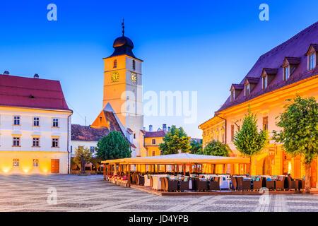 Sibiu, Rumänien. Rat-Turm auf dem großen Platz, Transylvania. - Stockfoto