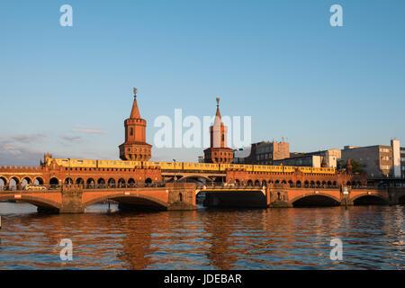 Oberbaumbrücke, Berlin, Deutschland - Oberbaumbruecke in Berlin, Deutschland - Stockfoto