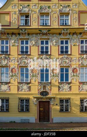 Barocke aristokratischen Stadthaus Thurn- und Taxishaus mit Stuck Fassade im Rokoko, Karls Platz, Neuburg an der - Stockfoto