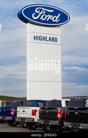 WESTVILLE, Kanada - 11. Juni 2017: Ford Händler Sign. Ford Motor Company oder einfach Ford ist ein US-amerikanischer - Stockfoto