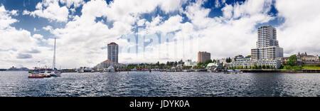 Panoramablick von Nanaimo Waterfront und Hafen Skyline der Stadt an einem sonnigen Sommertag. Vancouver Island, - Stockfoto