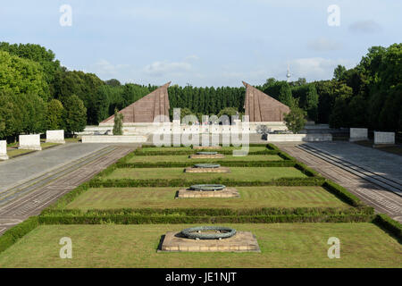 Berlin. Deutschland. Sowjetischen Ehrenmals im Treptower Park erinnert an die sowjetischen Soldaten, die in der - Stockfoto