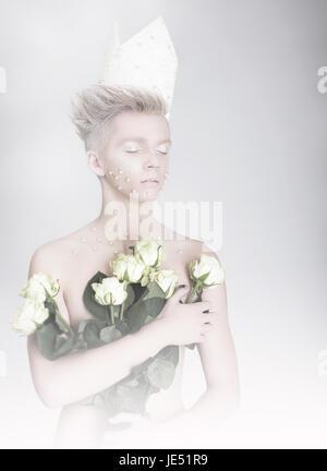 Tagträumen Man holding Bouquet von Blumen - Stockfoto