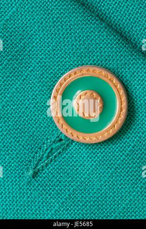 Dekorative grün und Gold farbigen Taste auf grüne Jacke hautnah - Stockfoto