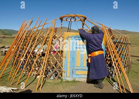 Mongolei, Zentralasien, Provinz Arkhangai, Nomad, Unterstützung, Jurte brechen, - Stockfoto