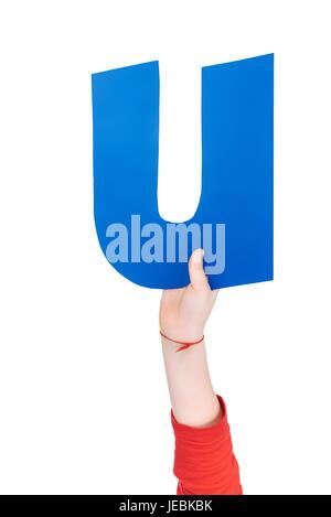 Kind hält in der hand bunte Alphabet Buchstaben U isoliert, Alphabet Buchstaben Konzept - Stockfoto