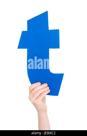 Kind hält in der hand bunte Alphabet Buchstaben T isoliert, Alphabet Buchstaben Konzept - Stockfoto