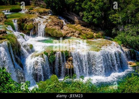 Der Skradinski Buk Wasserfall im Krka Nationalpark in Kroatien - Stockfoto