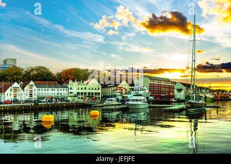 Ein Blick auf das Stadtzentrum von Stavanger in Norwegen. - Stockfoto