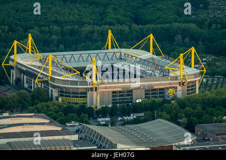 luftaufnahme bvb stadion signal iduna park in der nacht dortmund westfalenstadion. Black Bedroom Furniture Sets. Home Design Ideas