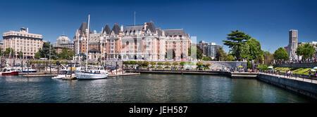 Panoramablick auf die Stadt Skyline von The Fairmont Empress historische Hotel und Harbour Front in Victoria, Vancouver - Stockfoto