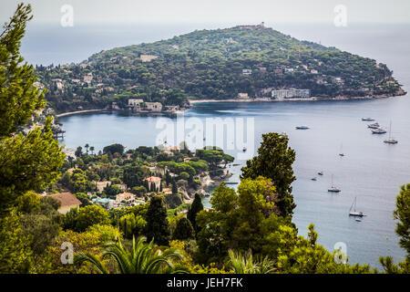 Blick auf Hafen von Villefranche-Sur-Mer und Stadt; Villefranche-Sur-Mer, Provence, Frankreich - Stockfoto