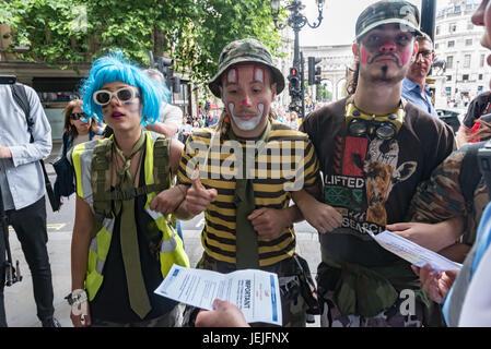 London, UK. 24. Juni 2017. London, UK. 24. September 2017. Unter denen, die gegen die EDL waren eine Gruppe von - Stockfoto