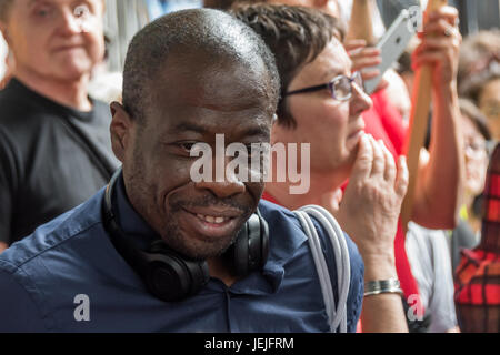 London, UK. 24. Juni 2017. London, UK. 24. September 2017. Weyman Bennett spricht bei der Frauen Rallye in der Downing - Stockfoto