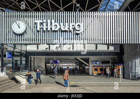 Äußere Hauptbahnhof von Tilburg. Die Station wurde am 5. Oktober 1863 eröffnet und ist auf dem Breda Eindhoven Hauptbahnhof - Stockfoto