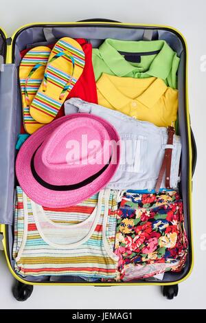 Bunte Tasche für Meer Urlaub mit Kindern am tropischen