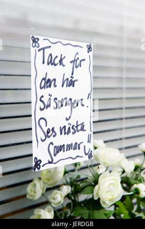 Handschriftliche Notiz auf Fenster - Stockfoto