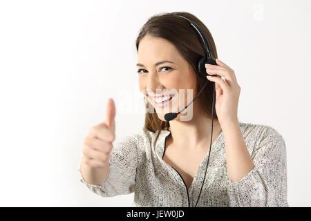 Porträt der Telefonistin mit Blick auf Sie und Gestikulieren Daumen oben auf weißem Hintergrund - Stockfoto