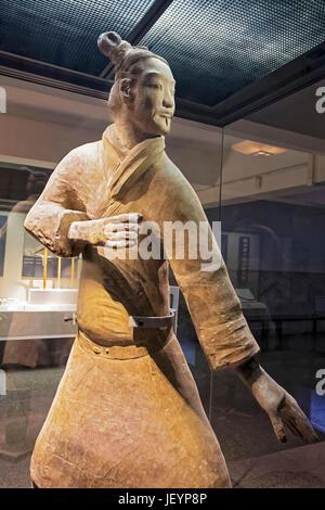 Die berühmten Standing Bogenschützen in Grube 2 der Terrakotta-Armee ausgegraben.  Xian, Provinz Shaanxi, China - Stockfoto