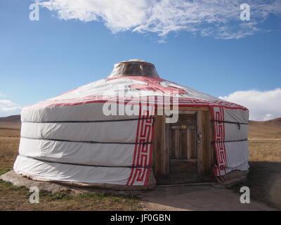 Traditionelle mongolische Ger in der Sonne außerhalb Ulaanbaatar - Stockfoto