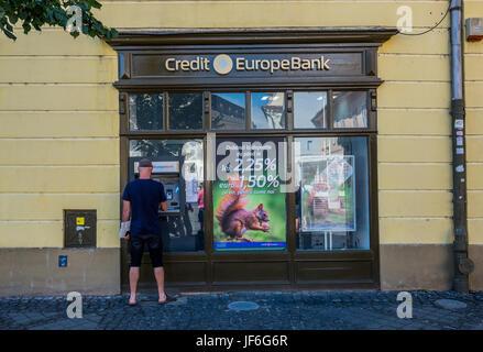 Credit Europe Bank auf dem großen Platz im historischen Zentrum von Sibiu Stadt der Region Transsilvanien, Rumänien - Stockfoto