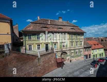 Ehemaligen Gasthaus Zur Wirtschaftsministerium Krone (ungarische Krone) und Casa Astronomului Guest House in Burgergasse - Stockfoto