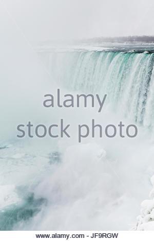 Ein Blick auf den Horseshoe Falls in Niagara Falls im Winter. - Stockfoto