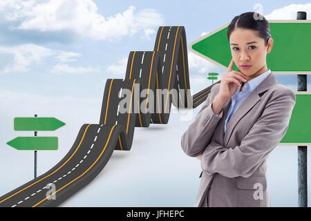 Zusammengesetztes Bild des Porträts von eine junge Geschäftsfrau denken - Stockfoto