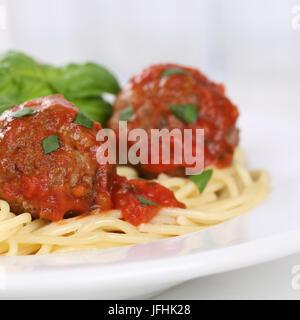Italienisches Gericht Spaghetti Nudeln Nudeln mit Hackfleischbällchen - Stockfoto