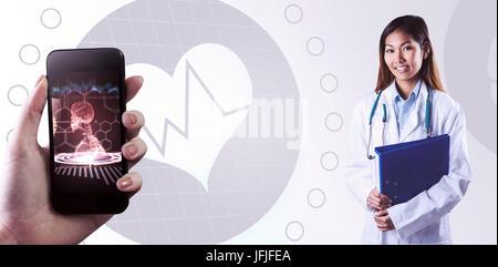 Das zusammengesetzte Bild im asiatischen Arzt Holding blau Binder - Stockfoto
