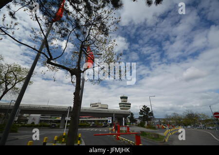 Frühlingsimpressionen vom Flughafen Berlin Tegel vom 13. April 2017, Deutschland - Stockfoto
