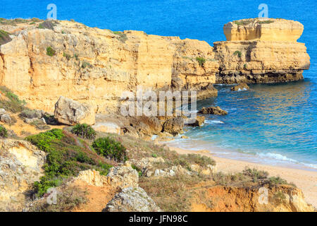 Felsigen Atlantikküste Ansicht (Algarve, Portugal). - Stockfoto