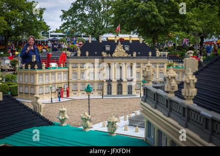 Billund, Dänemark - 27. Juli 2017: Königliche Schloss Amalienborg von Lego-Steinen, Residenz der Könige gemacht. - Stockfoto