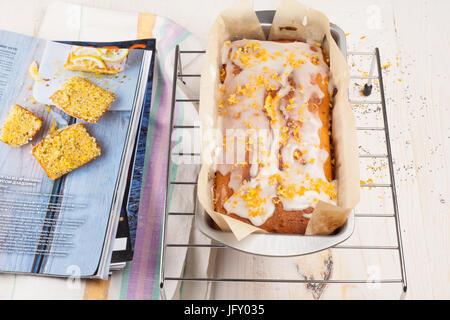 Zitronenkuchen mit Mohn - Stockfoto