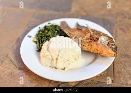 typisches essen ost afrika fische und gekochter maniokwurzel stockfoto bild 30532267 alamy. Black Bedroom Furniture Sets. Home Design Ideas