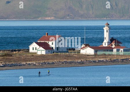 Stand up Paddling, stand up Paddle boarding Nahpunkt Wilson Leuchtturm, Leuchtturm in Port Townsend, Washington.