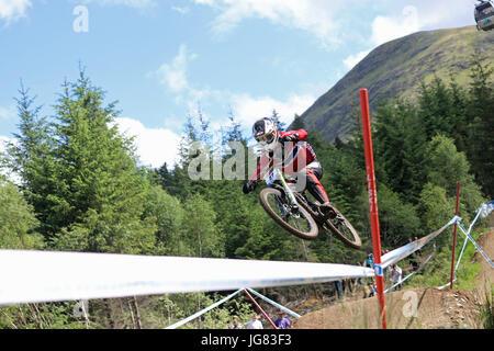 Fort William, Schottland. 4. Juni 2017. Isak Leivsson bei der Mountain Bike Downhill World Cup. - Stockfoto