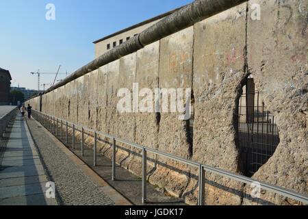 Abschnitt der Berliner Mauer an der Topographie des Terrors Archiv ist das längste Segment der äußeren Mauer von - Stockfoto