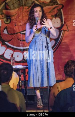 London UK. 22. Juni 2017. Komiker und Schriftsteller Bridget Christie erklingt in The Red Imp Comedy Club @ The - Stockfoto