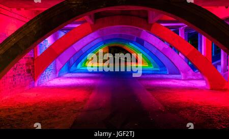 King William Brücke Unterführung Beleuchtung in Adelaide city - Stockfoto